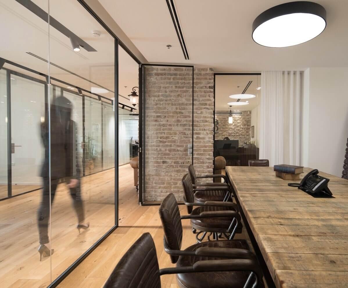 חדר ישיבות מעוצב במשרד רואי חשבון