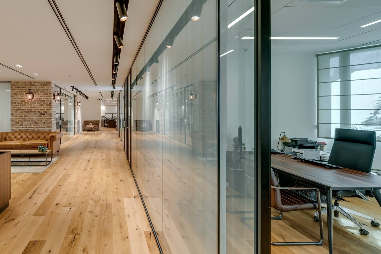 משרד רוח חלל 400מ רצפת עץ