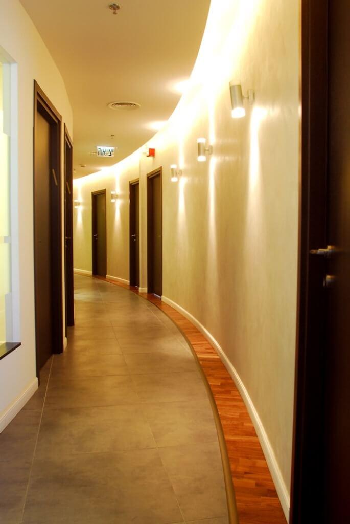 מסדרון המשרד